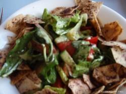 レバノンにおける代表的なサラダである「ファットゥーシュ」。